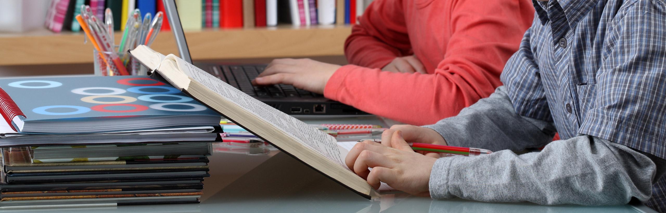 Formación continua, desde las aulas escolares hasta la universidad, apoyada en las nuevas tecnologías.
