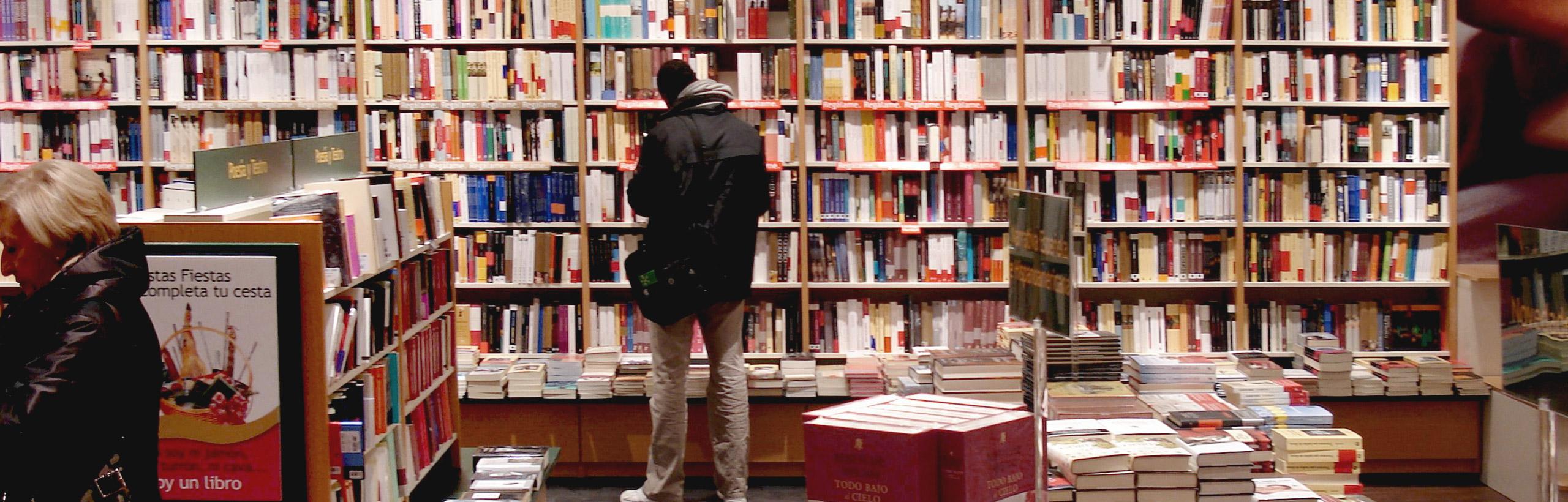 Librerías en todo el territorio español y una librería virtual que distribuye a los cinco continentes.
